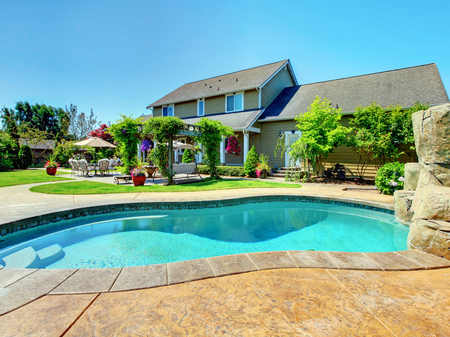 Prevent structural damage with pool repair services